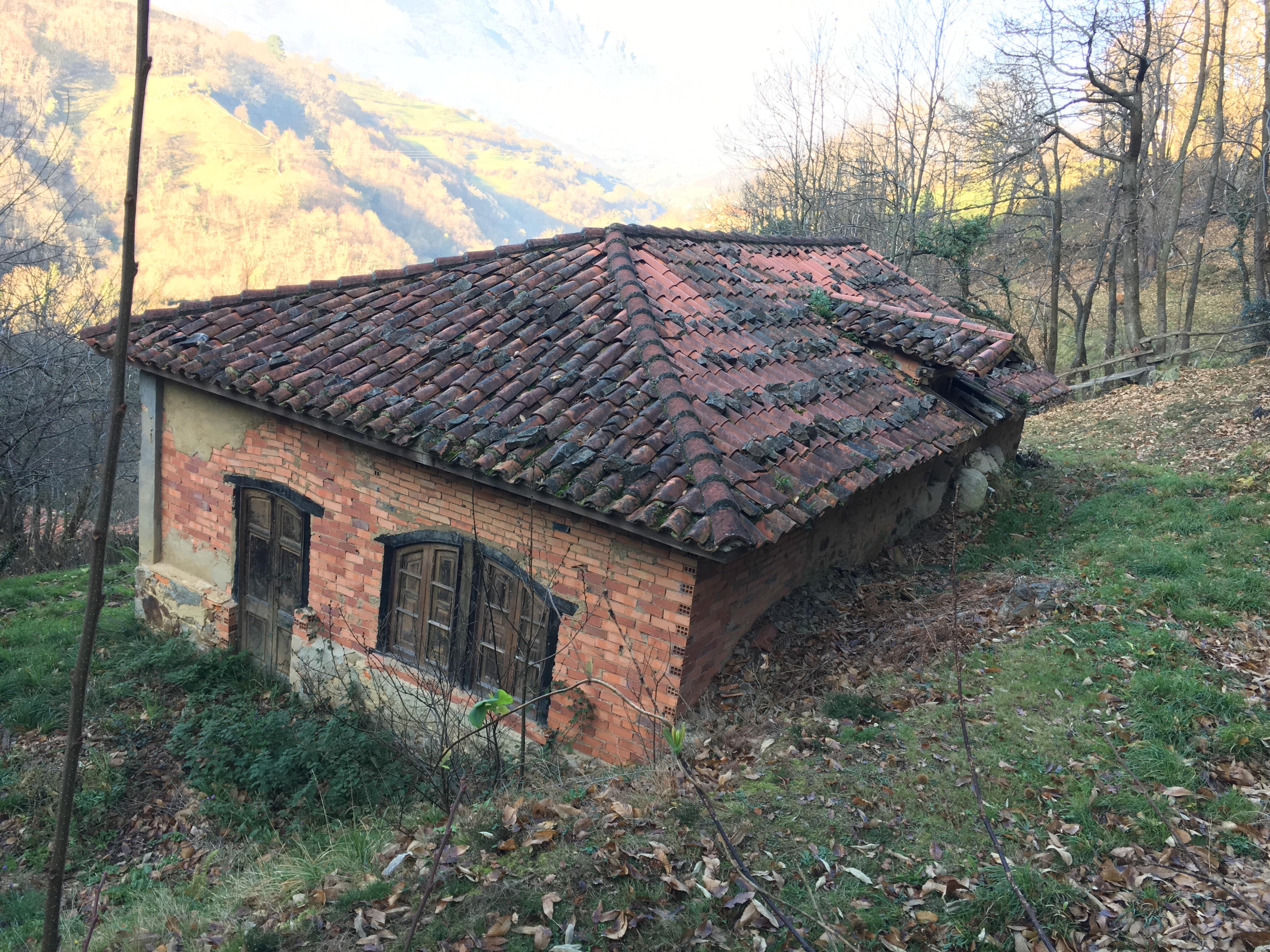 Antiguas Escuelas Públicas de La Xuncar (Riosa)